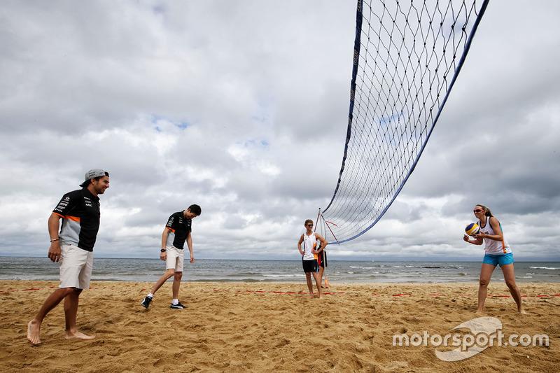Sergio Perez, Sahara Force India F1 Team; Esteban Ocon, Sahara Force India F1 Team; Volleyball-Spieler Tamsin Hinchley