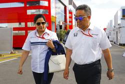 Руководитель Sauber Мониша Кальтенборн и генеральный директор Honda Motorsports Масаси Ямамото