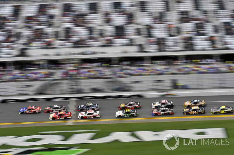 Michael Annett, JR Motorsports Chevrolet and Justin Allgaier, JR Motorsports Chevrolet