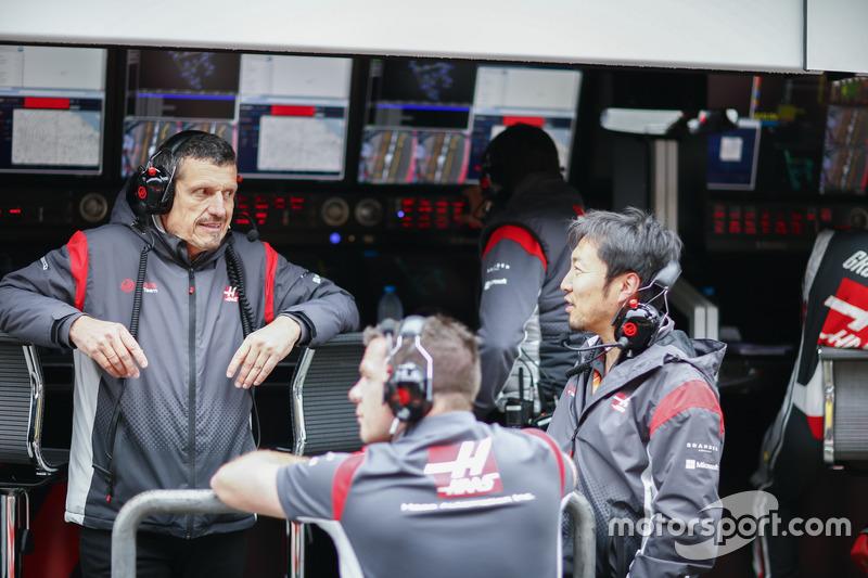 Günther Steiner, Teamchef, Haas F1 Team; Ayao Komatsu, Chef-Renningenieur, Haas F1 Team