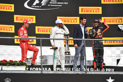 Sebastian Vettel, Ferrari, Lewis Hamilton, Mercedes AMG F1, Mark Webber, Daniel Ricciardo, Red Bull Racing on the podium