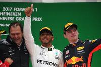 Podyum: Aldo Costa, Mühendislik Direktörü, Mercedes AMG, Lewis Hamilton, Mercedes AMG, ve Max Verstappen, Red Bull Racing