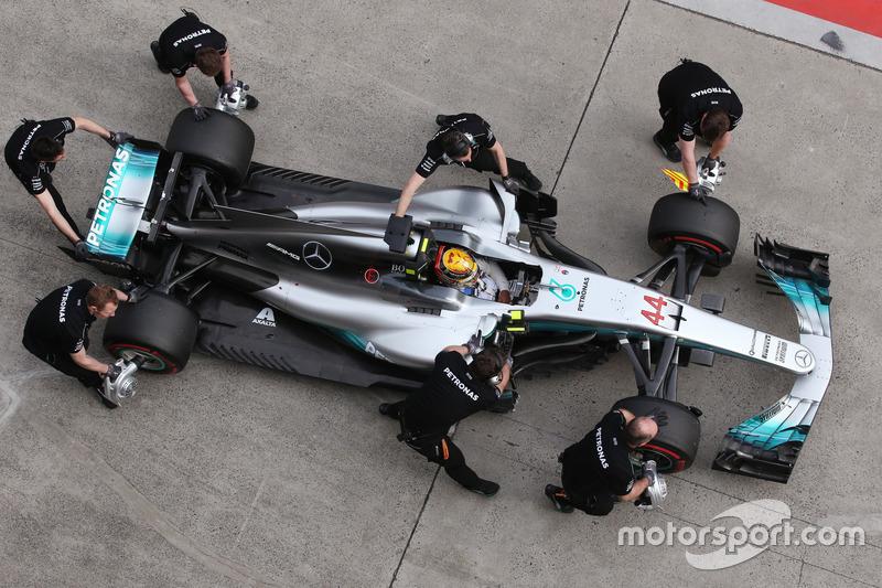 Lewis Hamilton, Mercedes AMG F1 W08, fa una sosta durante le Qualifiche