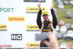 Podium: second place Gordon Shedden, Team Dynamics Honda Civic Type R