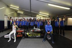 Lando Norris, Carlin Dallara F317 - Volkswagen festeggia con il Team