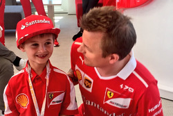Kimi Raikkonen, Ferrari with Thomas, a young fan