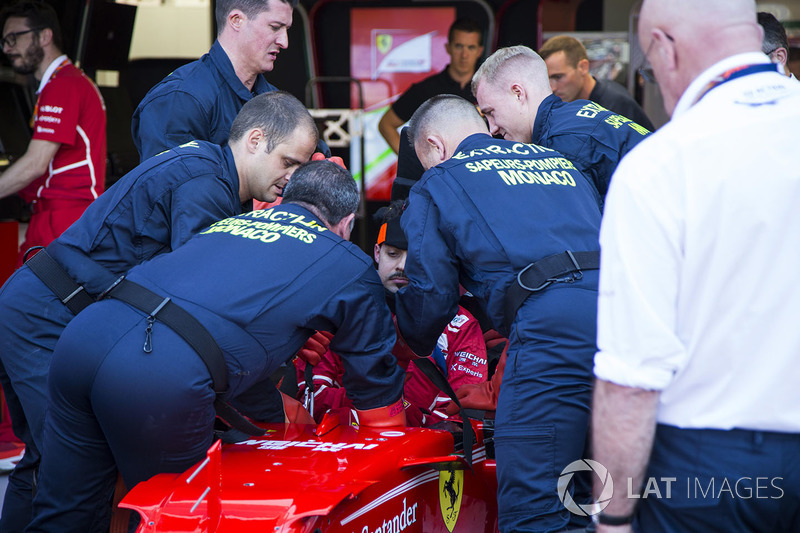 Medical Team practice driver extraction at Ferrari