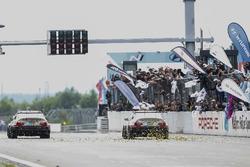 #80 Hofor-Racing, BMW M3 GTR: Martin Kroll, Michael Kroll, Chantal Kroll, Roland Eggimann, #81 Hofor-Racing, BMW M3 GTR: Christian Titze, Bernd Küpper, Michael Fischer, Cor Euser