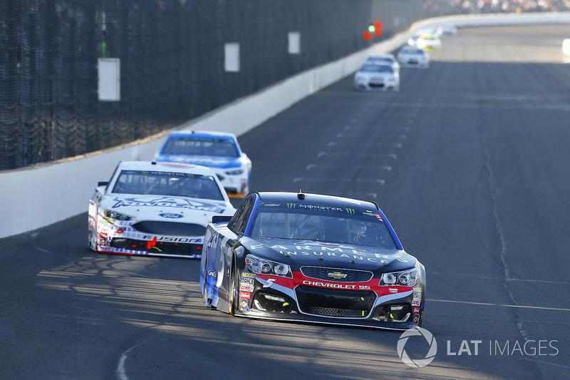 Kasey Kahne, Hendrick Motorsports Chevrolet, Trevor Bayne, Roush Fenway Racing Ford