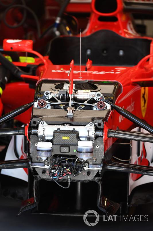 Detalle de suspensión y el chasis frontal Ferrari SF70-H