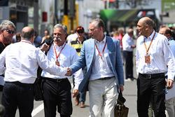 Чейз Кері, голова групи Формули 1, Бруно Мішель, Шон Братчес, керуючий комерційний директор Формули 1