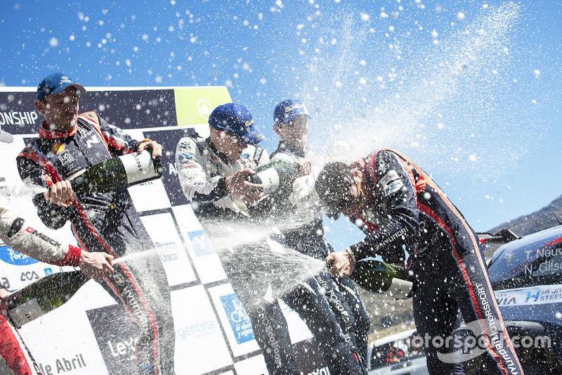 I vincitori Thierry Neuville, Nicolas Gilsoul, Hyundai Motorsport, al secondo posto Elfyn Evans, Dan