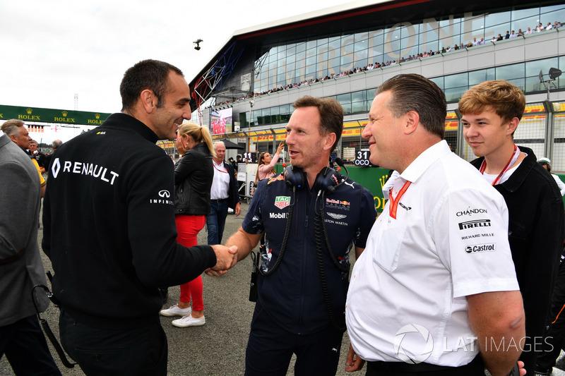 Керівник Renault Sport F1 Сіріль Абітбуль, консультант Red Bull Гельмут Марко, керівник Red Bull Rac