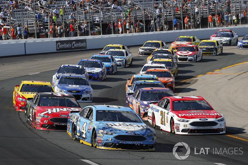 Ryan Blaney, Wood Brothers Racing Ford, Kevin Harvick, Stewart-Haas Racing Ford, Kurt Busch, Stewart-Haas Racing Ford