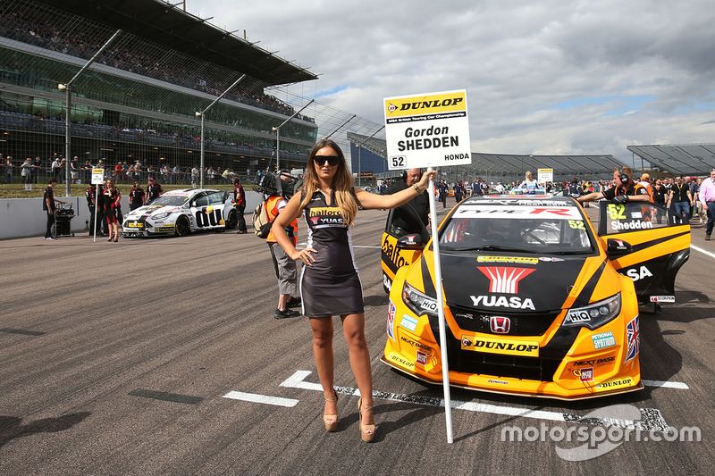 Grid girl of Gordon Shedden, Halfords Yuasa Racing