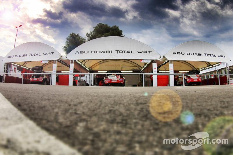 Service-Park: Abu Dhabi Total World Rally Team