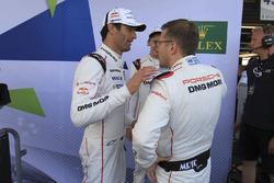Mark Webber, Brendon Hartley, Porsche Team; Andreas Seidl, Teamchef, Porsche Team
