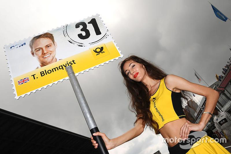 Gridgirl für Tom Blomqvist, BMW Team RBM, BMW M4 DTM