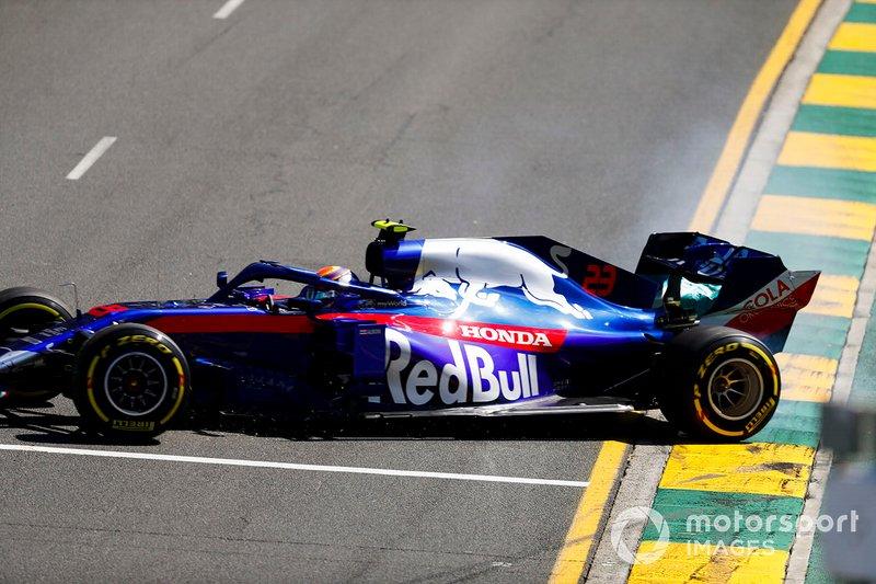 Alexander Albon, Toro Rosso STR14, part en tête-à-queue