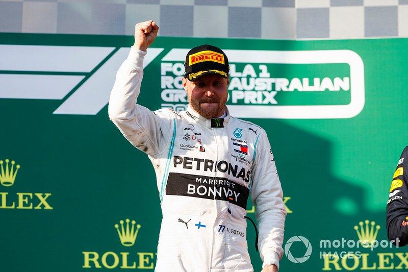 Il vincitore Valtteri Bottas, Mercedes AMG F1 festeggia sul podio