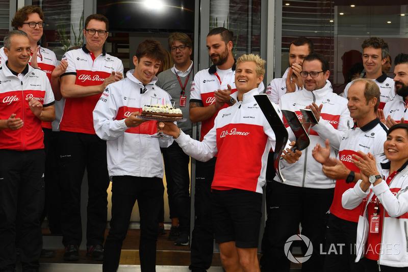 Sauber celebrate the birthday of Marcus Ericsson, Sauber with Charles Leclerc, Sauber