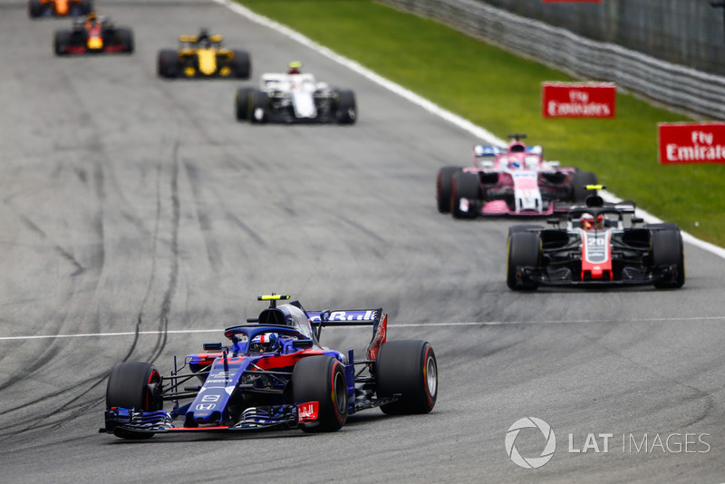 Pierre Gasly, Toro Rosso STR13, Kevin Magnussen, Haas F1 Team VF-18, Sergio Perez, Racing Point Force India VJM11, y Charles Leclerc, Alfa Romeo Sauber C37