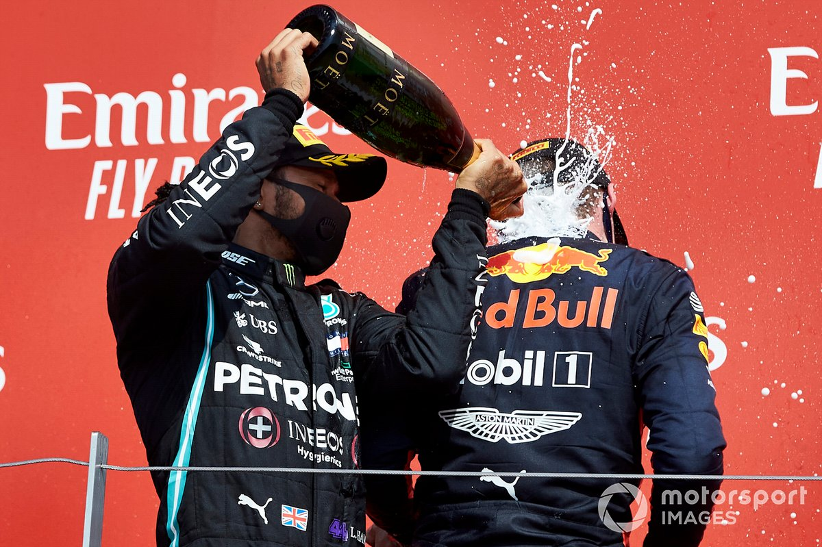 Lewis Hamilton, Mercedes-AMG Petronas F1 and Race Winner Max Verstappen, Red Bull Racing on the podium with the champagne