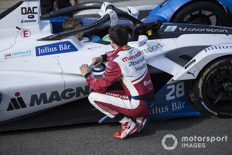 Jérôme d'Ambrosio, Mahindra Racing, M5 Electro berbicara pada Antonio Felix da Costa, BMW I Andretti Motorsports, BMW iFE.18