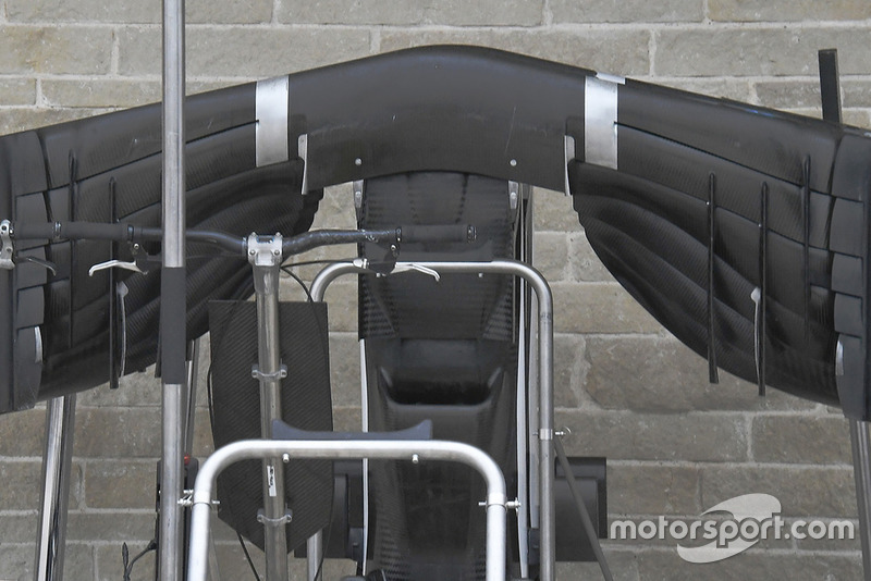 Sauber C37 underside of the front wing, detail