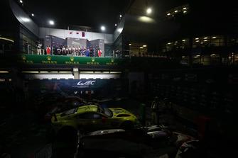 Podium : les vainqueurs, #7 Toyota Gazoo Racing Toyota TS050: Mike Conway, Kamui Kobayashi, Jose Maria Lopez, les deuxièmes, #8 Toyota Gazoo Racing Toyota TS050: Sebastien Buemi, Kazuki Nakajima, Fernando Alonso, les troisièmes, #11 SMP Racing BR Engineering BR