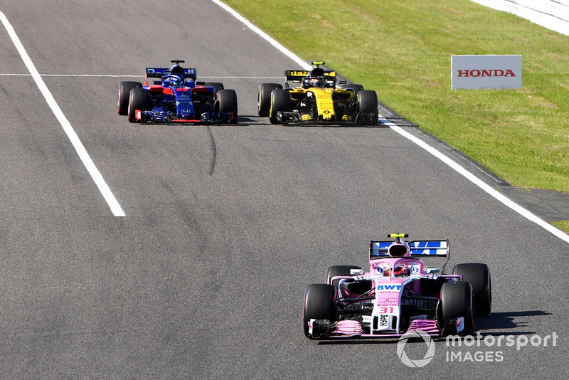 Esteban Ocon, Racing Point Force India VJM11 leads Brendon Hartley, Scuderia Toro Rosso STR13 and Carlos Sainz Jr., Renault Sport F1 Team R.S. 18