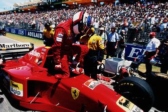 Jean Alesi, Ferrari 412T2, before start