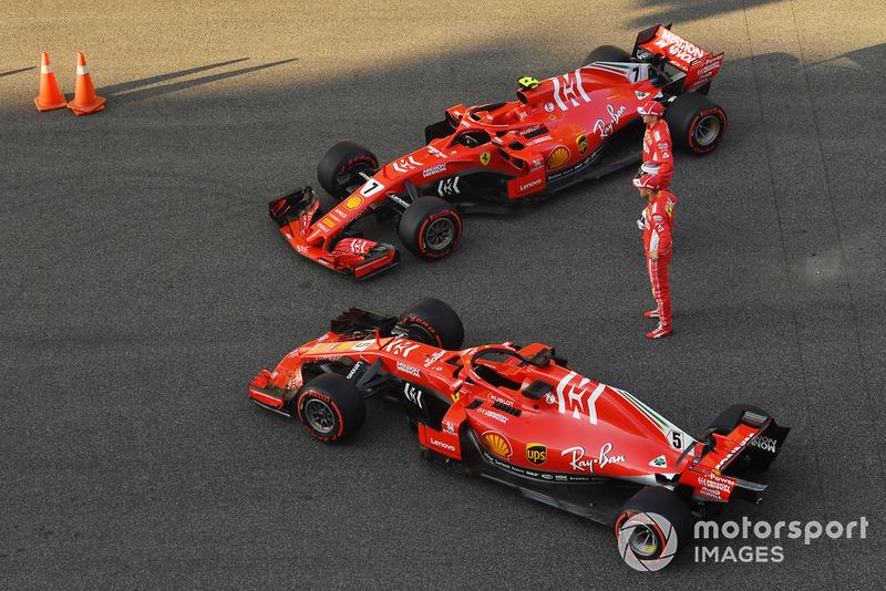 Kimi Raikkonen, Ferrari e Sebastian Vettel, Ferrari con le Ferrari SF71H, nella foto di gruppo del team Ferrari