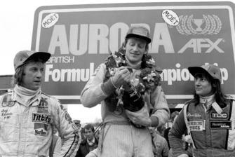 Il primo classificato David Kennedy, Wolf WR4, al centro. Il secondo classificato Guy Edwards, Fittipaldi F5A, a sinistra. La terza classificata Desire Wilson, Tyrrell 008, a destra.