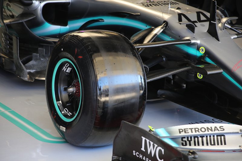 Mercedes AMG F1 W10, front suspension