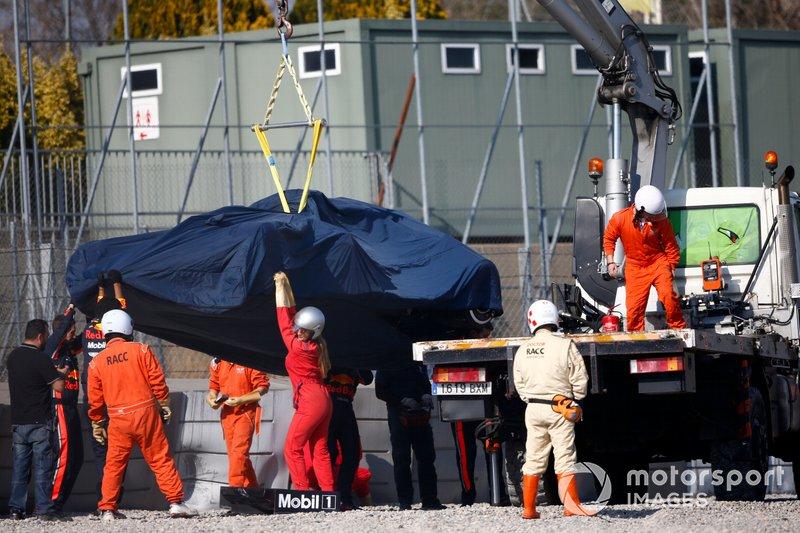 la monoposto incidentata di Pierre Gasly, Red Bull Racing RB15 viene recuperata