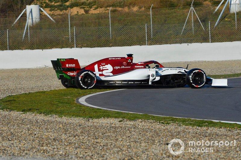 Kimi Raikkonen trompea con el Alfa Romeo Racing C38