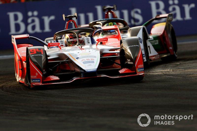 Pascal Wehrlein, Mahindra Racing, M5 Electro precede Lucas Di Grassi, Audi Sport ABT Schaeffler, Audi e-tron FE05, entrambi in Attack Mode