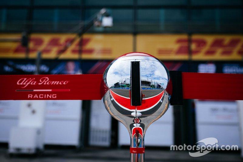 Alfa Romeo Racing pitlane detail