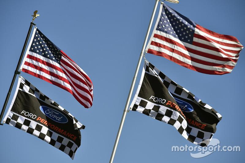 Flaggen: USA und Ford Performance