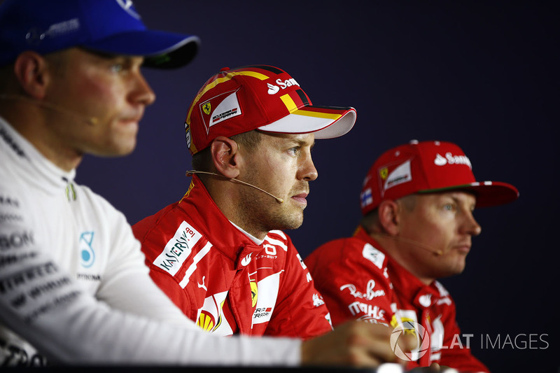 Conferencia de prensa: ganador de la pole Sebastian Vettel, Ferrari, segundo lugar Kimi Raikkonen, Ferrari, tercer lugar Valtteri Bottas, Mercedes-Benz F1
