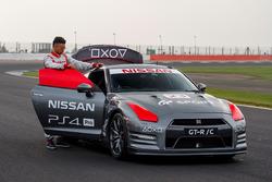 Nissan GT-R с дистанционным управлением и Ян Марденборо