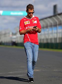 Sebastian Vettel, Ferrari lors de la reconnaissance de la piste
