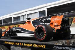Сломанный McLaren MCL32 Фернандо Алонсо