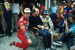 Ganador de la carrera Nigel Mansell con el jefe de equipo Frank Williams y su compañero Nelson Piquet