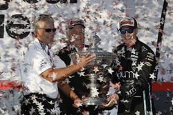 IndyCar-Champion 2017: Josef Newgarden, Team Penske Chevrolet, mit Roger Penske