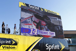 A thank you to Tony Stewart on lap 14