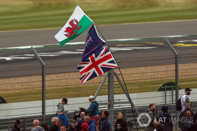 Banderas y fans