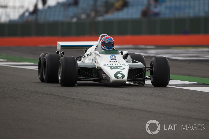 Paul di Resta, en el  Williams FW08B Cosworth 1982 de 6 ruedas coche de F1