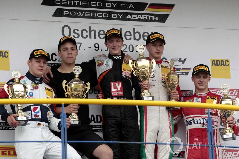 Podium: 1. Felipe Drugovich, Van Amersfoort Racing, 2. Michael Waldherr, Neuhauser Racing, 3. Juri Vips, Prema Powerteam, bester Rookie